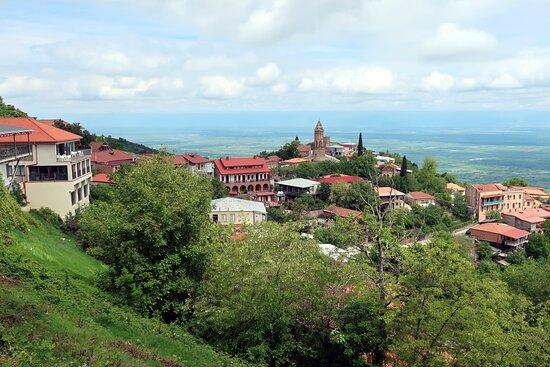 Sighnaghi, Georgia: симпатичный город Сигнахи, вид на Алазанскую долину