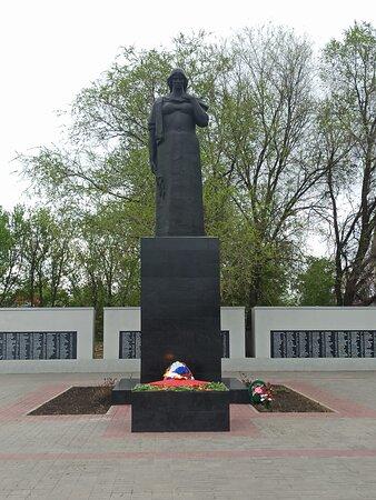 Borisoglebsk, Ρωσία: Родина-Мать и вечный огонь.