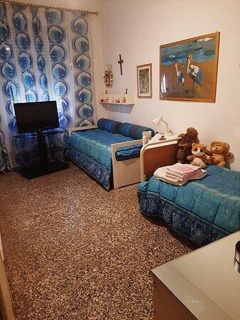 la stanza doppia , in caso di necessità è disponibile  il terzo letto