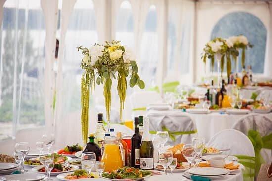 Ресторан русской и европейской кухни, шатер с видом на Озернинское водохранилище.