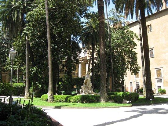 Rome, Italy: Cortile di palazzo Venezia