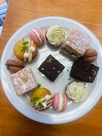 Petit cakes served Wednesday to Sunday