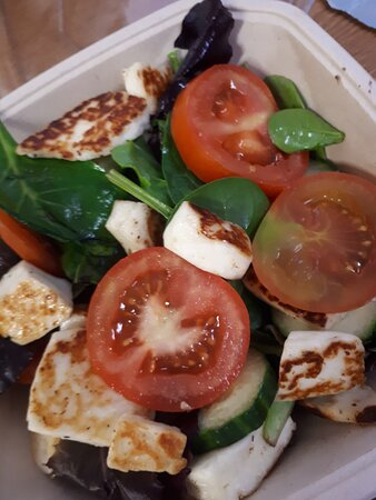Salad with warmed Halloumi 😍