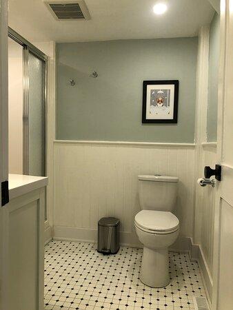 The Pembroke room ensuite bathroom