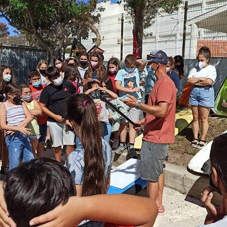 Talleres gratis de educación y deportes náuticos con colegios en Tarifa con Wind & Water Experience