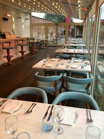 Wilsons Bar & Courtyard Dining Area