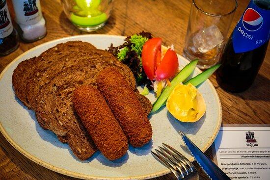 twee kroketten brood
