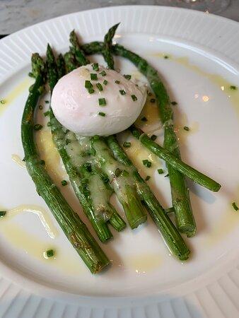 Poached Egg on Asparagus