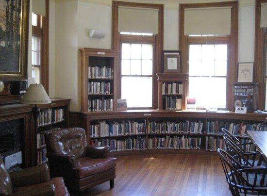 Carver Memorial Public Library
