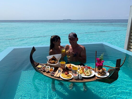 Awesome floating breakfast