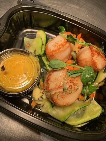 Le délicieux pétoncle avec salade de concombre et carotte. Il vous plaira c'est certain!!