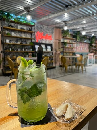 """This is called a """"Saborizada manzana verde."""" It's soda water with fresh green apple juice, fresh cut green apples & mint."""