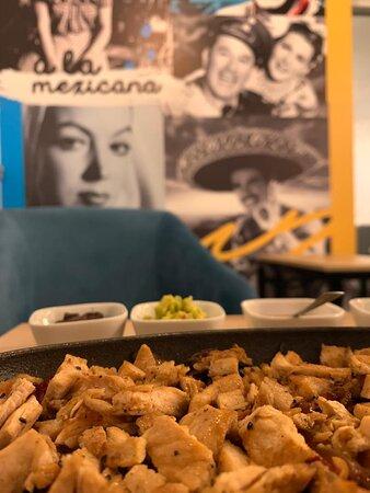 Disfruta de nuestra comida auténticamente mexicana!