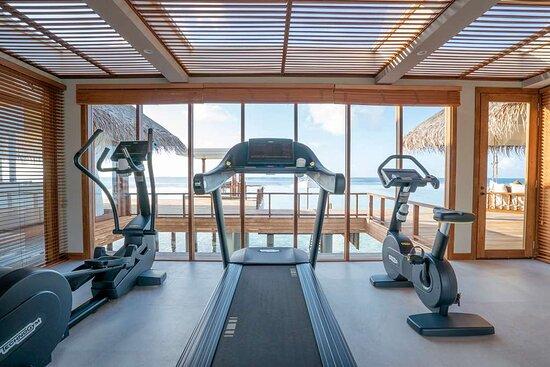 Anantara_Kihavah_Guest_Room_Over_Water_Pool_Residence_Gym
