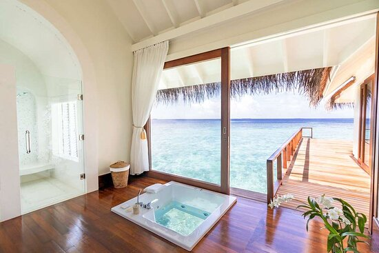 Anantara_Kihavah_Guest_Room_Over_Water_Pool_Residence_Bathroom_and_bathtub