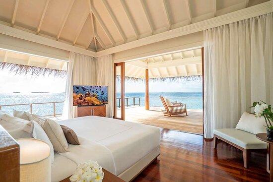 Anantara_Kihavah_Guest_Room_Over_Water_Pool_Residence_Master_bedroom_interior