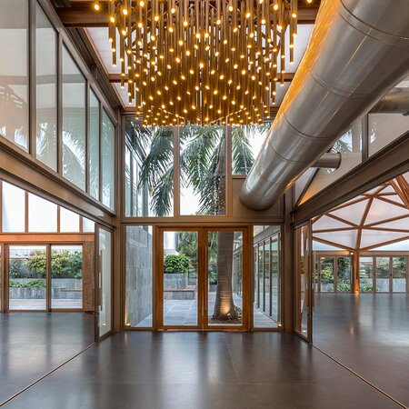 Banquet : The Glass house , floating walls