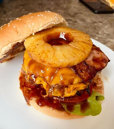 Pineapple lovers!! 🍔 Burger Somewhere over the rainbow !!!