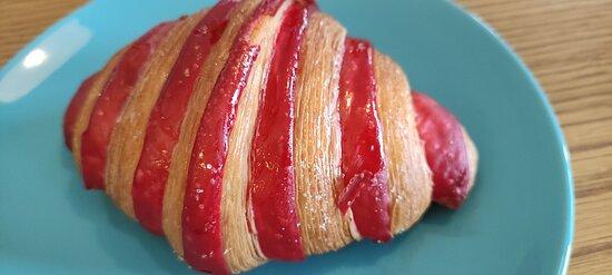 Croissant med bringebær