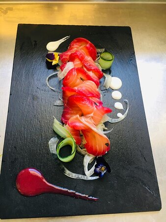 Salmon  Gravlax  marinato alla rapa rossa