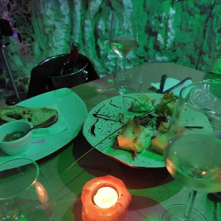 Espectacular un lugar con mucho encanto ,comida también espectacular ,muy buena ,cantidad que encima te ofrecían poder repetir 😋,Carlo nos dio un trato inmejorable muy atento y super detallista