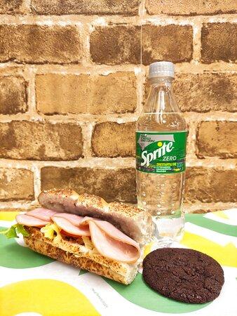Sandwicz z szynką + ciasteczko + nowy Sprite Zero = idealne połączenie na ciepłe wieczory!