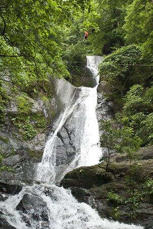 Miramar, Costa Rica: Tours on the site. Zip ine over 11 Waterfalls