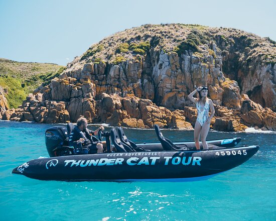 San Remo, Úc: The new Thundercat  at Cape Woolamai with Minet about to jump on a seascooter snorkel tour