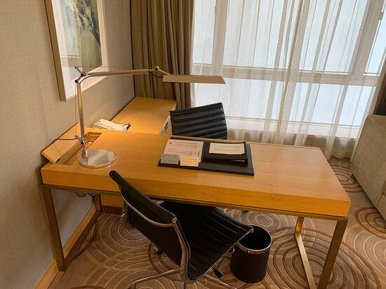 Deluxe Suite  豪華套房 - Working Desk 工作桌