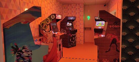 Replongez dans les jeux vidéos de votre enfance avec ces bornes arcades vintage, dans une atmosphère années 80!