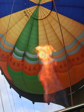 Balloon Adventures Italy, hot air balloon rides over Assisi, Perugia and Umbria: Hot air inflated in balloon