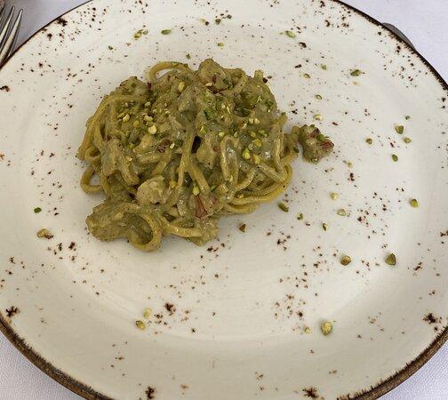 Tagliolini al pesto di pistacchio di Bronte e gamberi agli agrumi