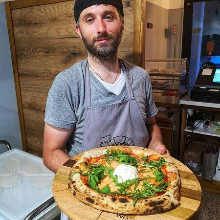 Il nostro pizzaiolo 🍕                                  🤷🏻♂️