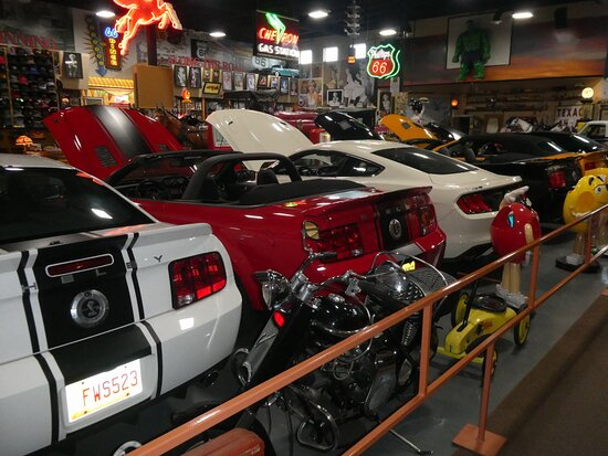 Glenrio, NM: Many Shelby Mustangs