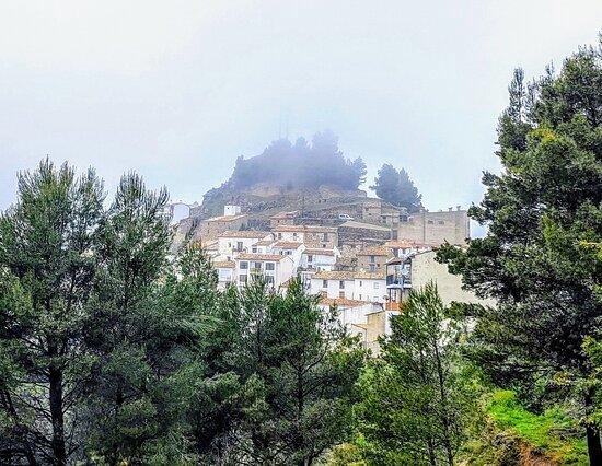 Castillo de Villamalefa, Spain: Morning fog 🌫️ Niebla matutina