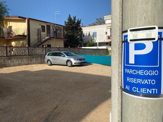 Parcheggio privato.