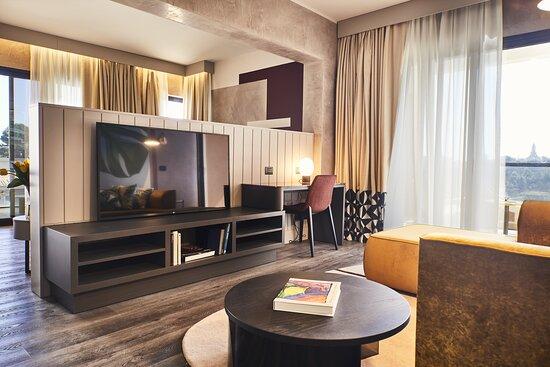 Zona living nelle nostre Suite, tutte dotate di SmartTv con schermo piatto