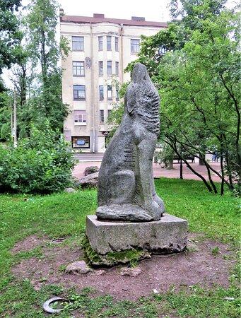 "Выборг. Сад скульптур. Скульптура ""Волк""."