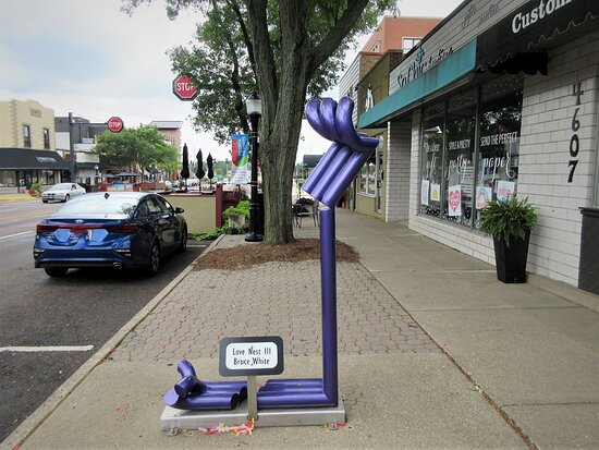 """Peoria Heights, IL: Contemporary Abstract Art: """"Love Nest III"""" (2018), sculptor Bruce White. View of Prospect Rd. May 2021"""