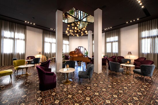 Lounge area for live music, private functions or just drinks. Private entrance with stairs and elevator. Built for great acoustics.  Great for business meetings as well.