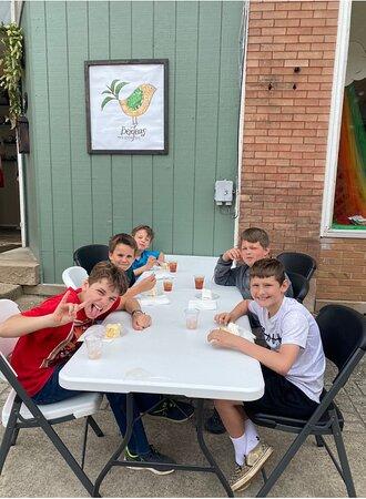 Mannington, Virgínia Ocidental: Open house - neighborhood kids