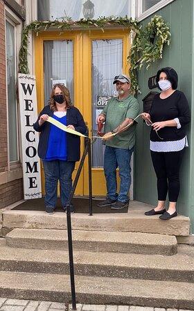 Mannington, Virgínia Ocidental: Ribbon cutting with Mayor and Main St