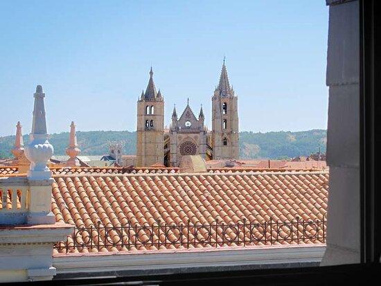 hotel leon sercotel alfonso v vistas desde la habitacion