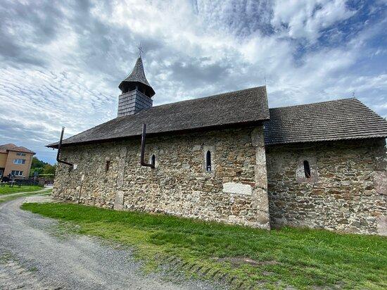 Biserica Sfantul Nicolae din Lesnic