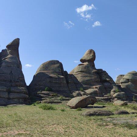 Bayanaul, Kasachstan: Шикарные виды гор,места,о которых я и не знала:пещера Коныраулие,озера Торайгыр,Сабынтыколь,Жасыбай. И горы необыкновенные.