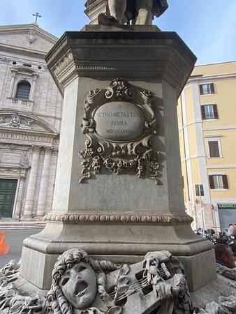 Monumento a Pietro Metastasio