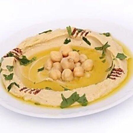 Den beste Hummus i byen finner du hos oss på det syriske køkken  i Storgata 74,3674 Notodden❤️ I tillegg kan du nå få våres fersk hjemmelaget Hummus uten konserveringsmidler.