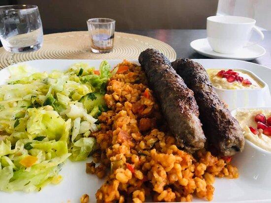 Kebab med tilbehør