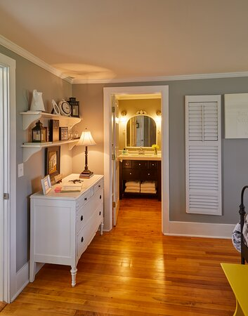 Wine Down guest room with bathroom view