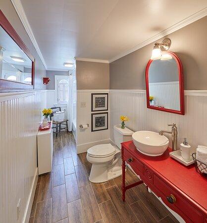 Hideaway Loft guest bathroom